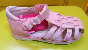 Розовые сандалии для девочек