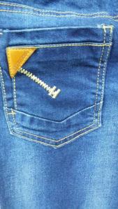 Карман джинсов с кожаной вставкой