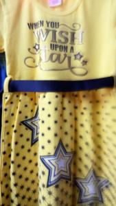 Платье со звездой желтое