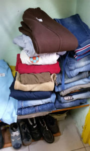 Детские джинсы в комиссионном магазине