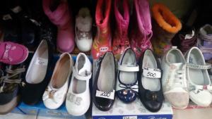 Обувь для девочек в детском комиссинном магазине