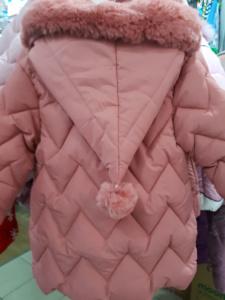 Персиковая куртка с колпаком