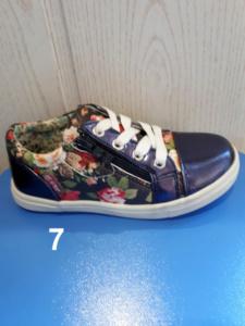 Кроссовки в цветочек
