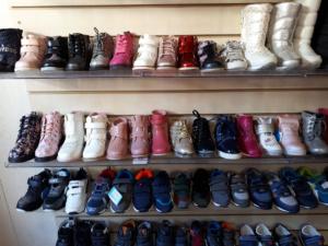 Обувь в детском магазине