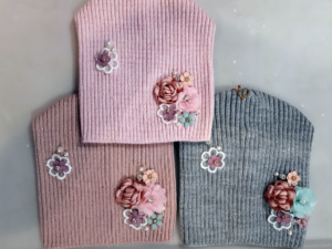 Шапки для девочек с розами