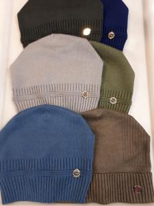 Однотонные шапки для мальчиков