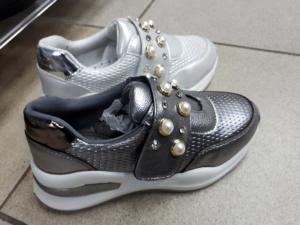 Серебристые детские кроссовки