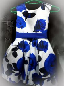 Платье с синими розами