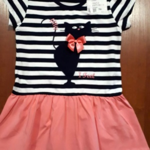 Платье полосатое с розовой юбкой и кошечкой