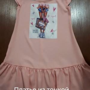 Платье абрикосовое из тонкого дышащего крепа с принтом и пайетками