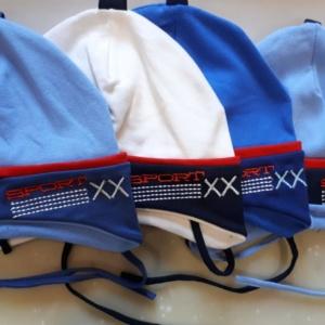 Шапка с завязками для мальчика с вышивкой Sport