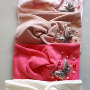 Повязка для девочек разных цветов с бусинками и бабочкой