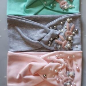 Повязка для девочек разных цветов с бусинками и зайчиками