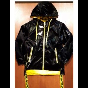 Куртка черно-желтая с капюшоном
