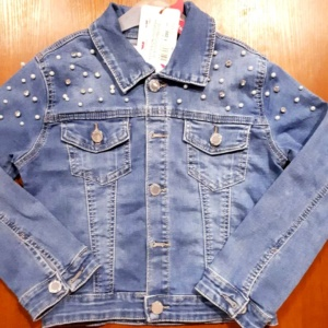 Куртка джинсовая на пуговицах со стразами и бусинками