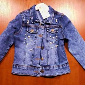 Куртка джинсовая с белыми перламутровыми бусинками