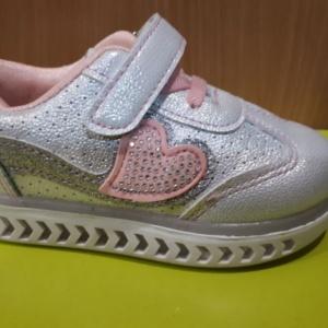 Туфли - кроссовки белые серебристые со светящейся подошвой 21 - 26