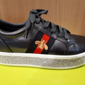 Туфли - кроссовки закрытые на шнурках и молнии со стразами по подошве