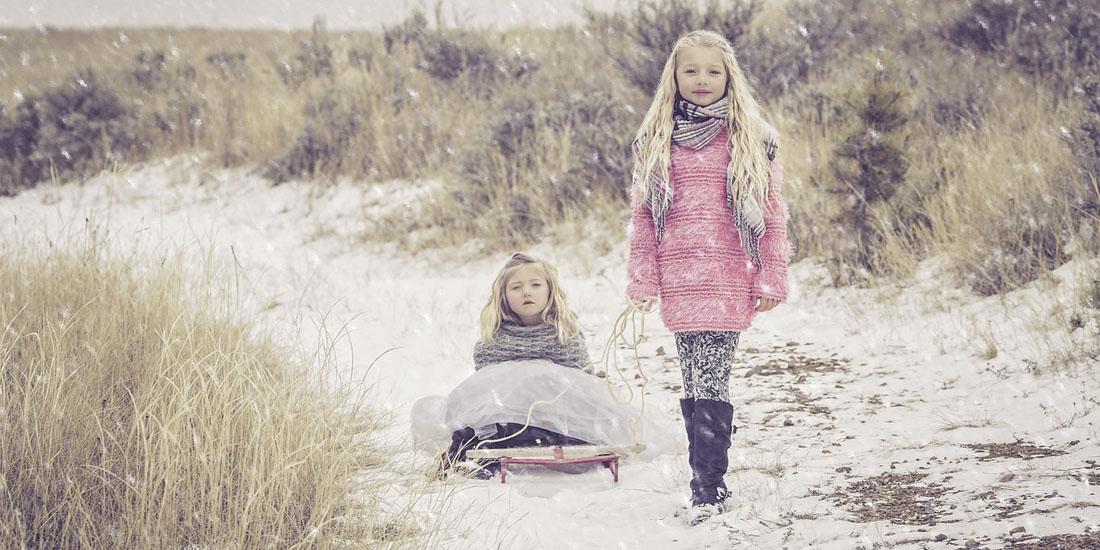 Фото с двумя девочками зимой