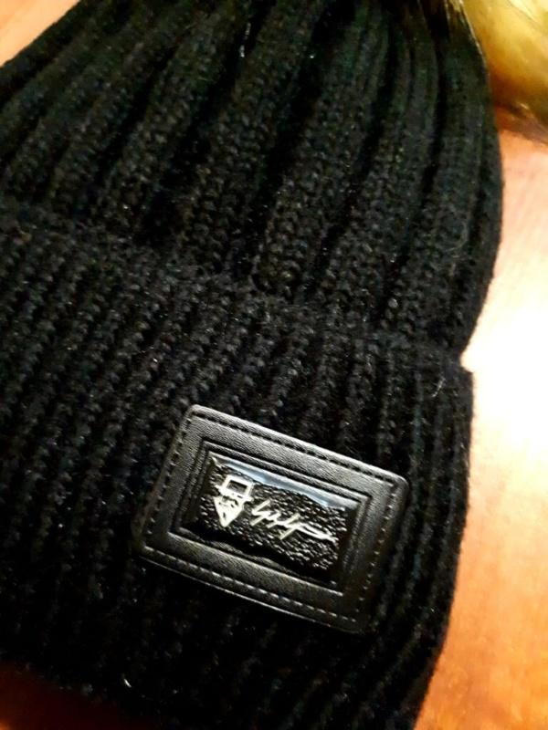 Комплект зимний черный шапка вязаная с меховым бубоном и снуд-шарф