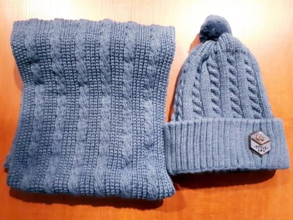Комплект зимний серый шапка вязаная с вязанным бубоном и снуд
