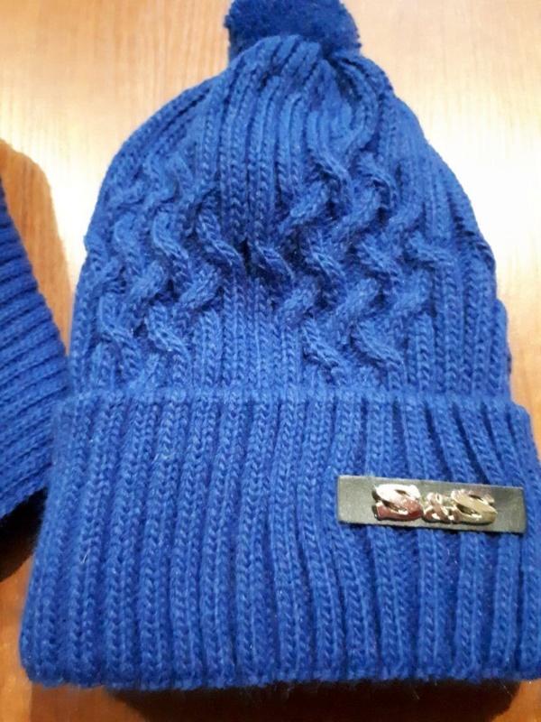 Комплект зимний светло-синий шапка вязаная с вязанным бубоном и снуд