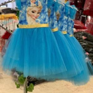 """Платье """"Эльзы"""" с юбкой пачкой и маска для лица голубого цвета"""