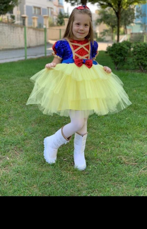 """Платье """"Белоснежки"""" с желтой юбкой-пачкой и заколкой бантом"""