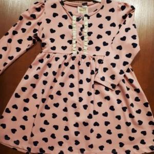 Платье трикотажное хлопковое цвета пудры с синими сердечками с 2 до 6 лет